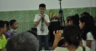 Anh Kiệt giới thiệu tác phẩm biểu diễn của mình