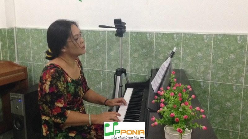 Chị Hoàng Rất Siêng Tập Piano Tại Upponia