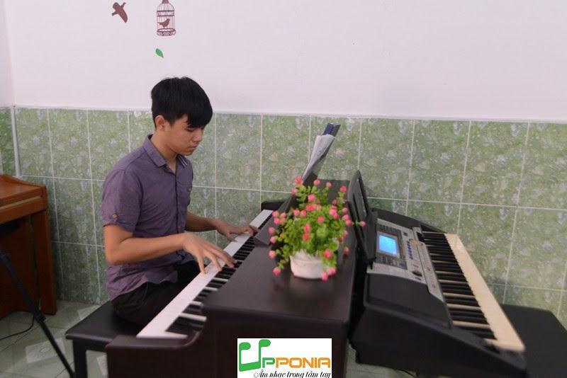 Duy Khang Cậu Bé Đam Mê Âm Nhạc va Học Rất Nhanh