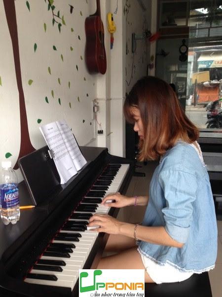 Ngọc học theo phương pháp tự học piano tại Trung Tâm Upponia